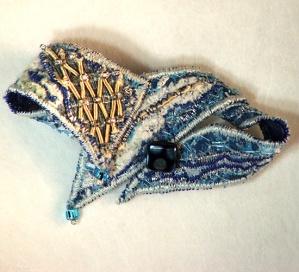 textile-art-brooch-blue-gol