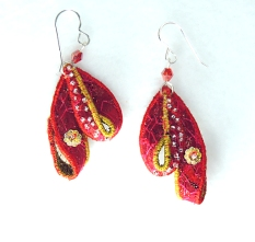 textile-earrings-red-gold